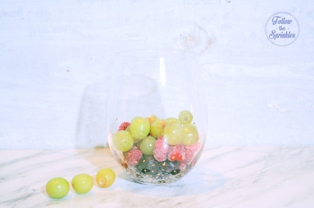 Frozen fruits, wine drink, montreal blogger, follow the sprinkles, montrealer, fruits and wine, summer drink, wine ideas, jacobs creek cocktail